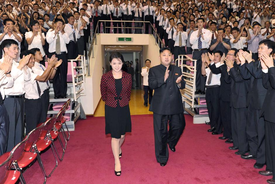 Ли добилась от мужа отмены запрета на ношение ее любимых туфель на каблуке с открытым носком.