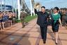В 2012 году эта фотография наделала в мире немало шума. Первая леди КНДР появилась на официальном мероприятии без обязательного значка с изображением Ким Ир Сена и Ким Чен Ира, зато приколола стильную брошь.