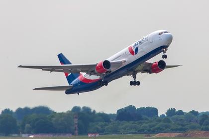 Российский самолет развернулся в воздухе из-за проблем с двигателем