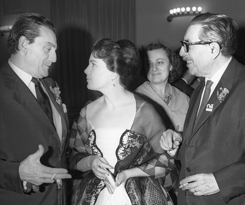 На рубеже шестидесятых в Советском Союзе было не так уж много актрис, пользовавшихся такой популярностью, как Быстрицкая — логично, что огромное внимание уделяли артистке и мужчины, от коллег по театру и кино до советских чиновников. По словам самой Быстрицкой, несговорчивость и резкость в отношении ухажеров создали ей незаслуженную репутацию актрисы с тяжелым характером — свою конфликтность она связывала и с военным опытом.