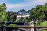 Официальная церемония отречения от престола прошла в дворцовом комплексе в центре Токио. На ней Акихито произнес прощальную речь в присутствии руководителей трех ветвей власти — правительства, парламента и Верховного суда.  <br></br> Формальная церемония вступления Нарухито на престол пройдет 1 мая. При этом традиционные мероприятия состоятся лишь в октябре 2019 года.