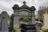 Еще одно связанное с воздухом надгробие: памятник эльзасцу Жозефу Списсу, конструктору первого во Франции жесткого дирижабля. Он запатентовал свое изобретение в 1873 году, на год раньше немца Фердинанда фон Цеппелина. Однако проект Списса реализовали только в 1913 году, за четыре года до смерти конструктора и за год до Первой мировой войны, на которой дирижабли использовали в боевых действиях.