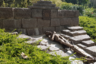 Пожалуй, самый страшный памятник кладбища установлен в память заключенных нацистского концлагеря Нацвейлер-Штрутгоф, который располагался в Вогезах на границе Франции и Германии. В нем от голода, издевательств и бесчеловечных медицинских опытов погибло около 25 тысяч человек.