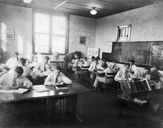 В класссах школы Дозье