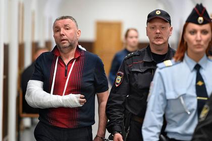 Дмитрий Фролов (слева)