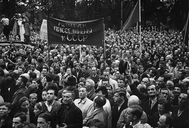 Митинг в честь присоединения Латвии к СССР. Рига, 1940 год