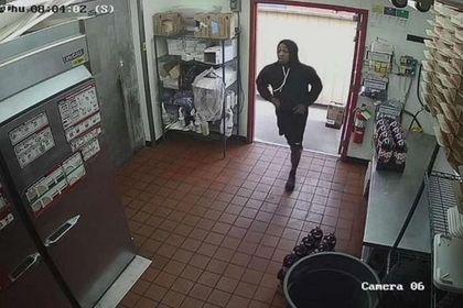 Уильям Смит во время ограбления Pizza Hut