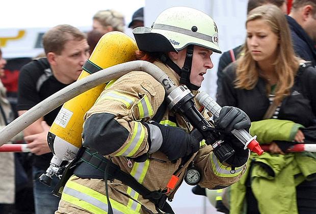 Женщина-пожарная