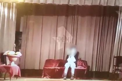 Выстрел в подростка во время репетиции школьного спектакля попал на видео