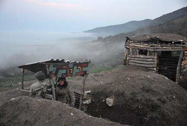 Бойцы армии обороны Нагорного Карабаха на передовой