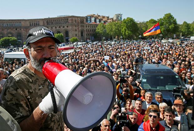 Никол Пашинян во время «бархатной революции» 2018 года