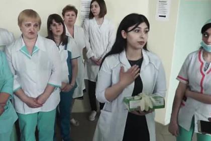 Пожаловавшиеся на низкие зарплаты российские врачи добились отставки начальства