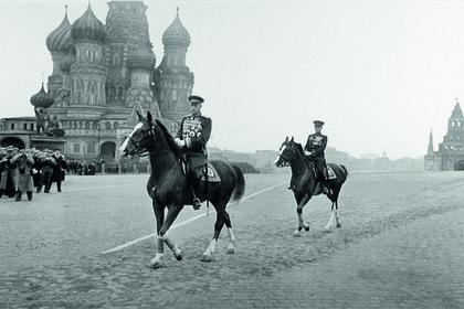 Маршалы Советского Союза Георгий Жуков и Константин Рокоссовский на параде Победы 1945 года