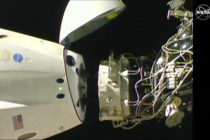 Crew Dragon во время полета к МКС в марте 2019 года