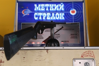 Депутат Госдумы пострелял из автомата во дворе и пригрозил взяться за пушку