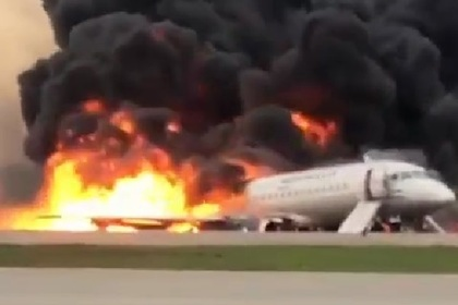 Названы возможные причины пожара на борту севшего в Москве самолета