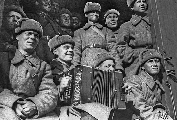 Сибиряки едут на защиту Москвы