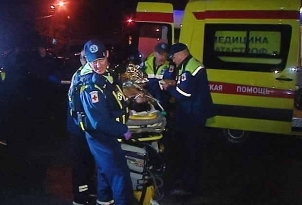 Эвакуация вертолетом пострадавшей при возгорании самолета в аэропорту Шереметьево