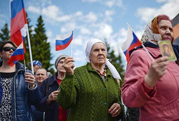 Участники митинга в Новосибирске «В защиту общественной нравственности, традиционных семейных ценностей, против западной антикультуры»