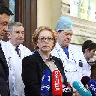 Министр здравоохранения РФ Вероника Скворцова (в центре) во время пресс-брифинга