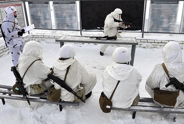 Российские солдаты приобретают все больше опыта службы в условиях арктического холода