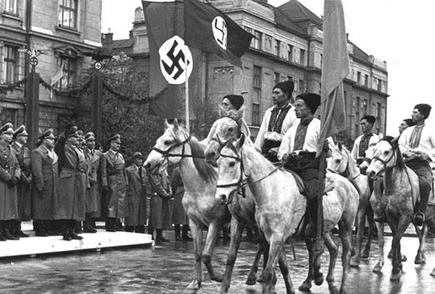 Парад в Станиславе (Ивано-Франковск) в честь визита генерал-губернатора Польши рейхсляйтера Ганса Франка, 1941 год