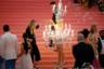 Костюм Кэтти Перри стал не столько кэмперским, сколько маскарадным. Креативный директор дома Moschino Джереми Скотт одел ее классической французской люстрой-шандельером со светящимися свечками.