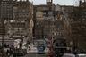 Эдинбург — столица Шотландии — уступает Глазго по размерам, но не по красоте. Каждый, кто побывал в этом городе, считает его единственной в мире столицей, которая своим обилием зелени и красивых архитектурных сооружений идеально вписывается в пасторальные пейзажи страны. Его цветовая гамма напоминает каменистые горы в хайлендс, а ступенчатость — клифы Сазерленда. Но несмотря на свой древний диковатый вид, Эдинбург очень современен — он считается одним из лучших городов в мире для проведения молодежных фестивалей.