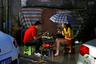 Китайская культура стрит-фуда стара и богата. В КНР существует множество блюд, которые принято есть на улице и на ходу. На фото пара перекусывает в одном из уличных ресторанов Пекина.