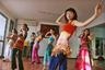 Все больше китаянок идут в танцевальные классы, чтобы научиться танцевать нетипичные для китайской культуры виды хореографии. Например, эти девушки на фото изучают танец живота в одной из танцевальных школ Пекина.