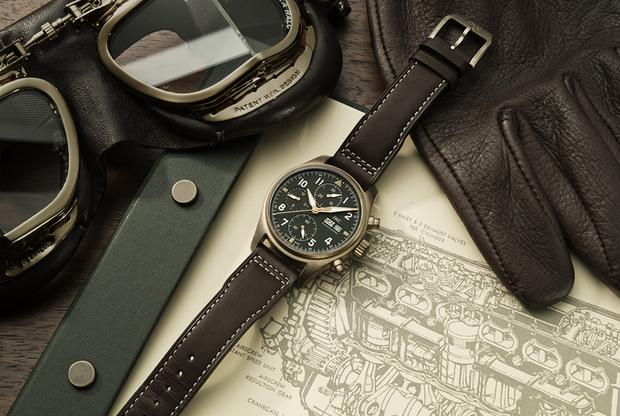 Модель IWC Schaffhausen Pilot's Watch Chronograph Spitfire (2019), выдержанная в стиле пилотских часов Второй мировой войны