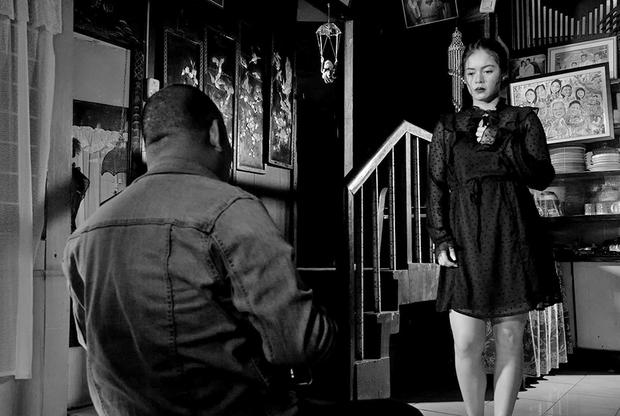Каждый фильм филиппинца Лава Диаса — настоящее событие (в том числе и для зрителя — четырех-пятичасовой фильм, любимая форма режиссера, неизбежно ощущается эпическим переживанием кинематографа). Тем интереснее, что прежде работавший скорее в эстетике призрачного реализма Диас в последнее время начал экспериментировать с жанрами — так его прошлый фильм «Время чудовищ» был поразительным политическим а капелла-мюзиклом. «Приют» — и вовсе обращение Диаса к фантастике: действие разворачивается в 2031 году, в гари и дыме от постоянных извержений вулканов, при власти безумцев, от чьих действий гибнут миллионы.