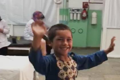 Мальчик без ноги станцевал в больнице и прославился
