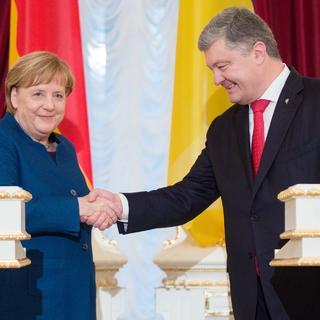 Президент Украины Петр Порошенко и канцлер Германии Ангела Меркель во время встречи