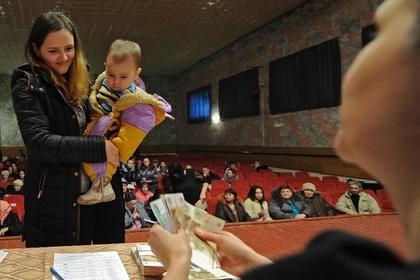В России упростили оформление детских пособий