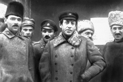Симон Петлюра (в центре)