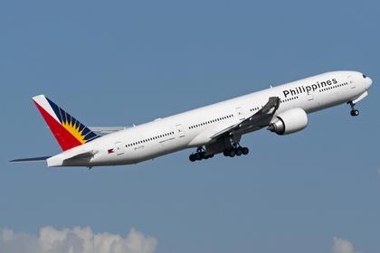 Рожавшая в самолете женщина вынудила пилота экстренно посадить лайнер