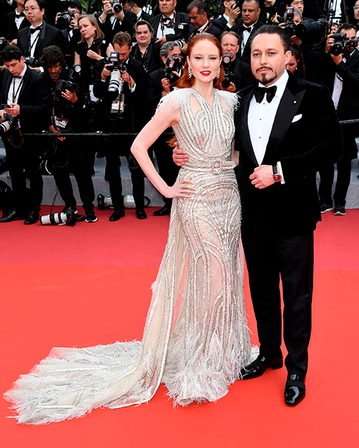 Немецкая модель, победительница второго сезона реалити-шоу «Топ-модель по-немецки» Барбара Майер вместе со своим мужем, австрийским предпринимателем Клеменсом Холманном. Пара поженилась в начале 2019 года.