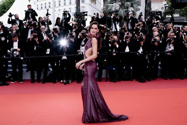 Супермодель Изабель Гулар, одна из представительниц бренда Victoria's Secret. В 2017-м 34-летняя бразильянка дебютировала как актриса в комедии «Спасатели Малибу».