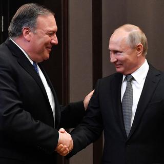 Майк Помпео и Владимир Путин