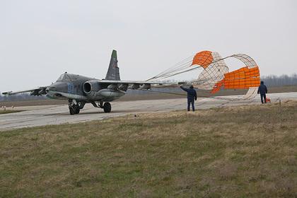 Су-25 сел на «поврежденную» полосу