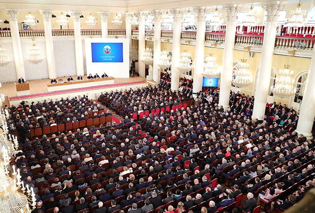 Владимир Путин выступает на всероссийском съезде судей