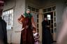 Женщины в освобожденных от ИГ районах подвергаются тотальной дискриминации — от «подстилок джихадистов» отрекаются родственники и друзья, их детей «от террористов» не регистрируют социальные службы и не берут в школы. Переехать практически нет возможности — местные общины не принимают переселенок из бывших оккупированных районов.