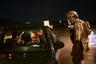 Жители города при этом разделились на две группы: те, кто в свое время пострадал от действий ИГ, сами пишут доносы на своих соседей, которые якобы сотрудничали с «халифатом». Часто идеология делила общество надвое — члены одной семьи могли быть и в рядах террористов, и среди сопротивления.