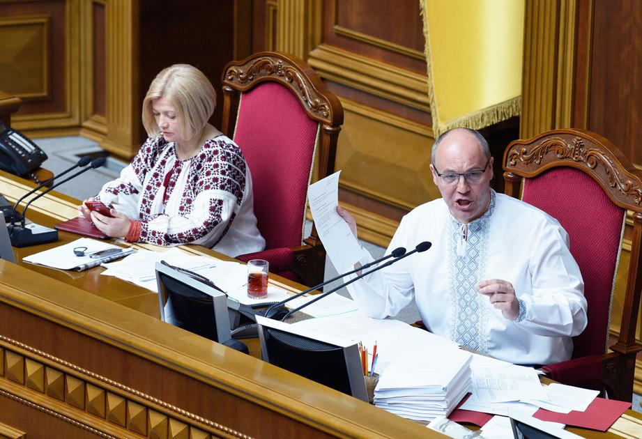 Председатель Верховной рады Украины Андрей Парубий и его первый заместитель Ирина Геращенко на заседании 16 мая