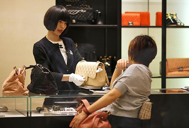 Китайцы также предпочитают онлайн-ретейл, а вот в Японии даже при выборе того или иного предмета роскоши интернет используется всего в четверти случаев.