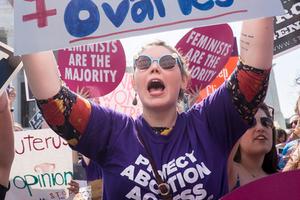 Участник движения, отстаивающего право женщины на аборт