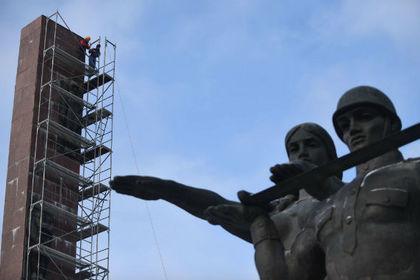 Порошенко признал декоммунизацию Украины завершившейся