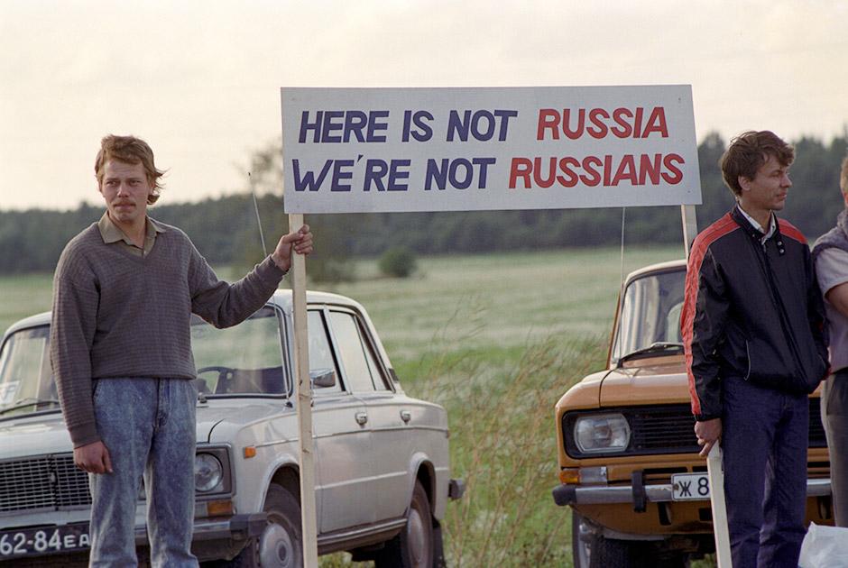 Акция «Балтийский путь» 23 августа 1989 года.  Жители Литвы, Латвии и Эстонии выстроили живую цепь от Вильнюса до Таллина. Этой акцией население прибалтийских республик продемонстрировало желание выйти из состава СССР