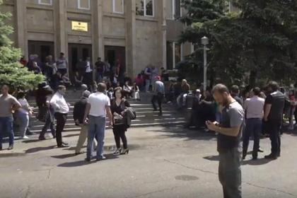 Сторонники Пашиняна разблокировали суды